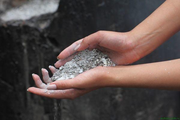 Древесная зола служит источником фосфора и калия