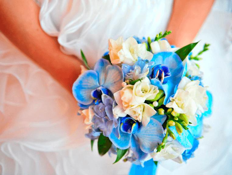 Букет из синих орхидей