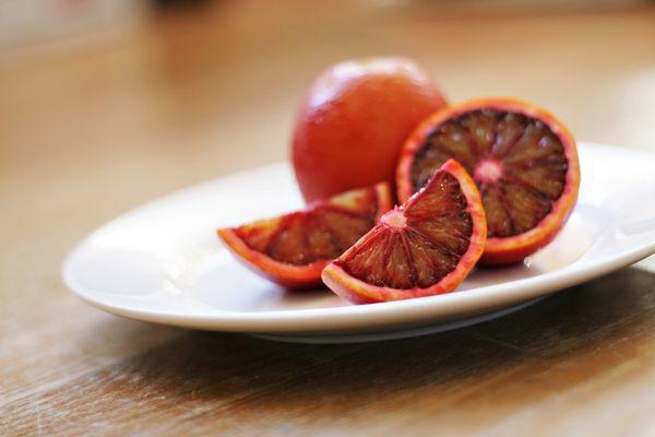 Сорт хурмы, сладкого апельсина с красноватой мякотью, 7 букв, 6 буква «Е», сканворд
