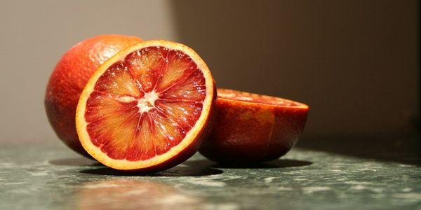 Красный цитрус также называют сицилийским